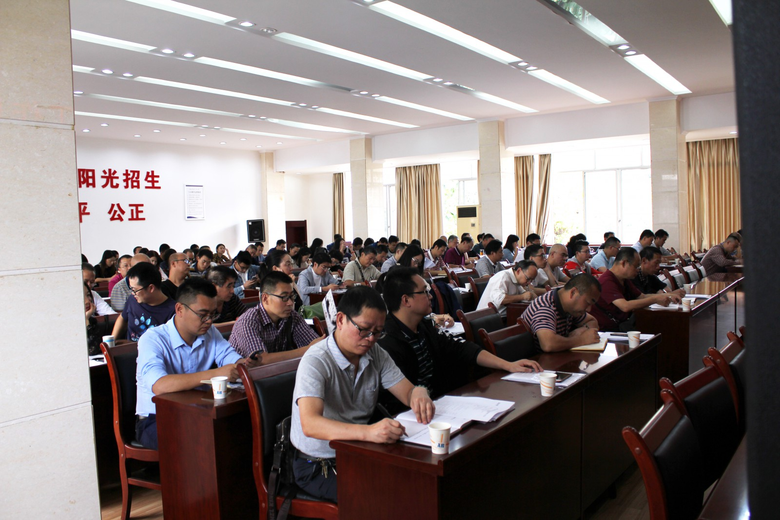 何晓巍出席2019年成都市书法水平测试报名工作暨培训会 –